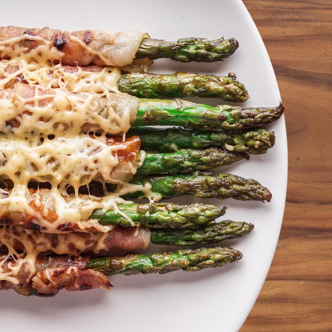 Spargel vom Grill mit Bacon & Käse