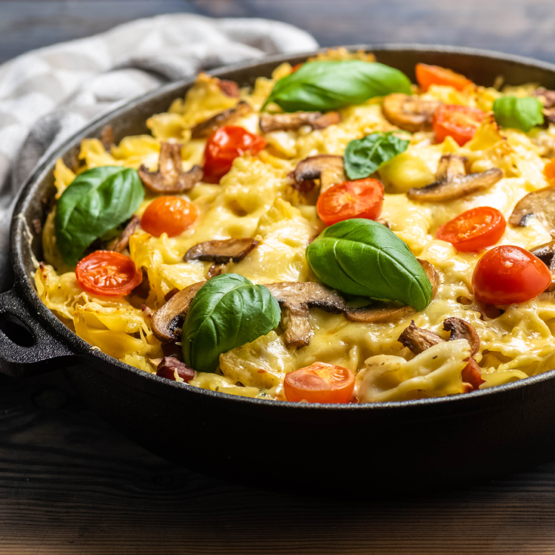 Pfannenlasagne mit Wurst, Pilzen & Käse