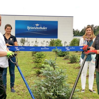 Heinrichsthaler pflanzt 250 Bäume und siedelt Bienenvölker an