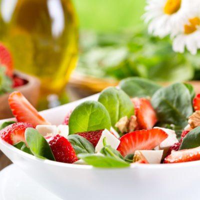 Ziegenkäse-Salat mit Erdbeeren