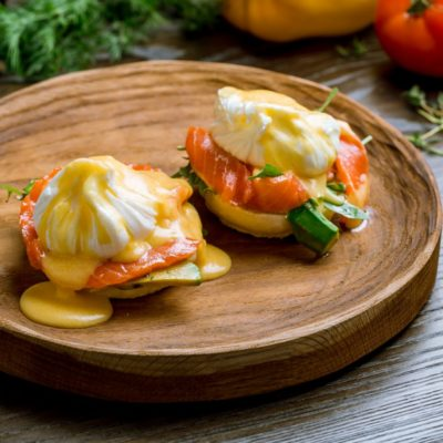 Eggs Benedict mit Käse