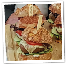 "Rotwein-Käse Mini-Burger ""Grünkernküchle"""